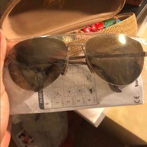 NWT Maui Jim Gold Pilot Sunglasses
